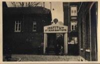 Tamines : entrée de l'Institut Saint Jean-Baptiste