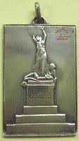 Médaille en argent représentant le monument des fusillés de Tamines