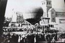 Auvelais : Place Communale atterrissage d'un ballon